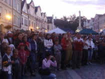 Třeboňské náměstí čeká na Žlutého psa