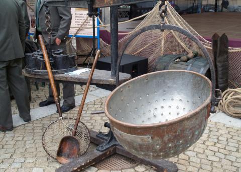 Ukázka historického rybářského náčiní.